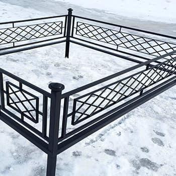 Установка оградки на могилу