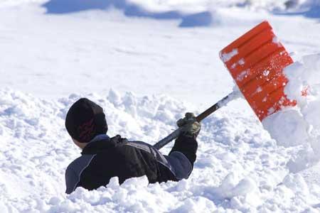 уборка снега в Лихославле вручную